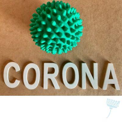 Corona bal en letters